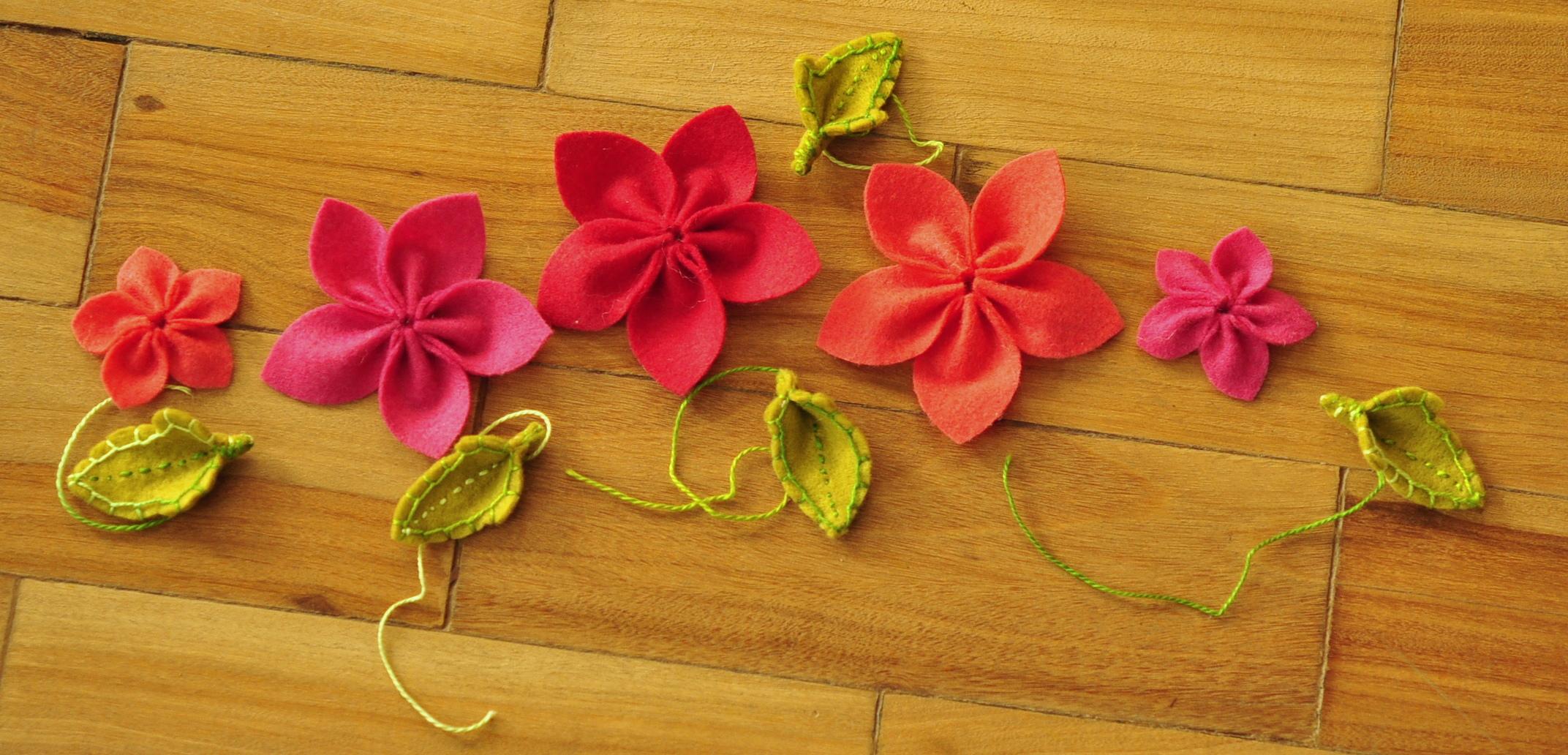 coroa de primavera (coroa com flores de feltro)   Tsuru Haus